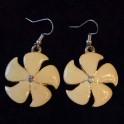 Boucle d'oreille métal fleur beige