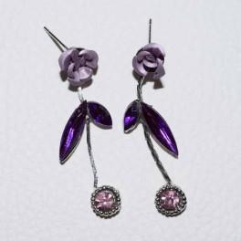 Boucle d'oreille strass fleur violette