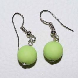 Boucle d'oreille boule verte