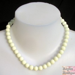 Collier perle raz le coup blanc