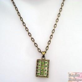 Collier strass vert monté sur chaine couleur bronze